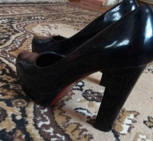 Жіночі туфлі лабутени