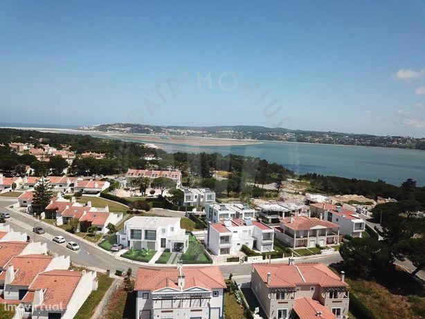 Moradia nova T4 para venda, jardim e piscina, Lagoa Óbidos