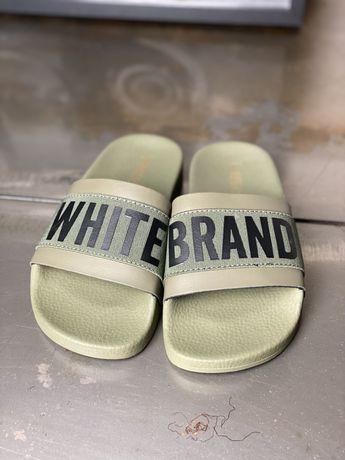 Klapki The White Brand rozm 32 kolor army