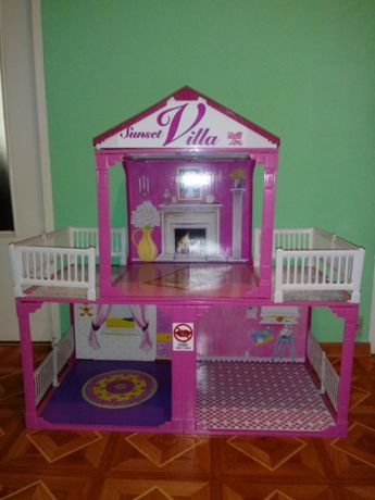 Domek dwupiętrowy dla lalek - świąteczny prezent