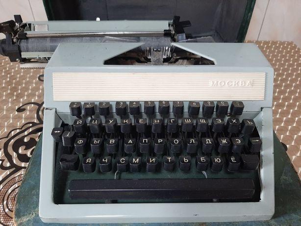 """Печатная машинка """"Москва"""" 70-80 годов."""