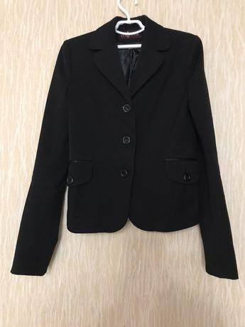 Продам пиджак школьный фирмы Милана 146р