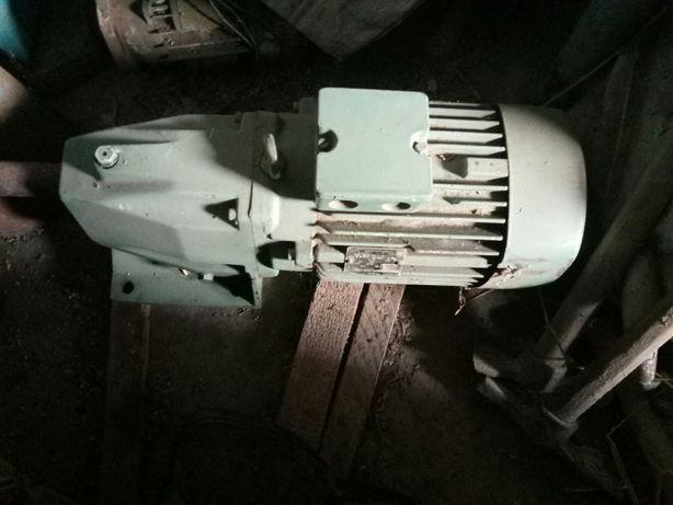 Продам мотор-редуктори