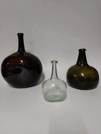 Conjunto de 3 antigas garrafas em vidro