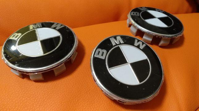 Колпачки значки на диски БМВ черно белые 3 шт