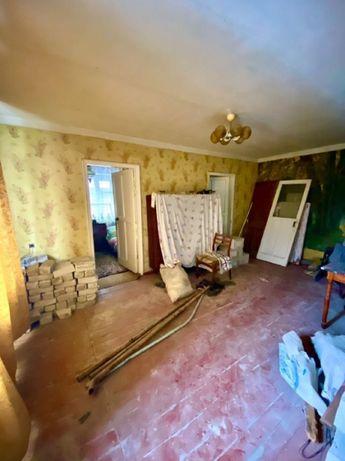 'Продается трёх-комнатная квартира под ремонт'