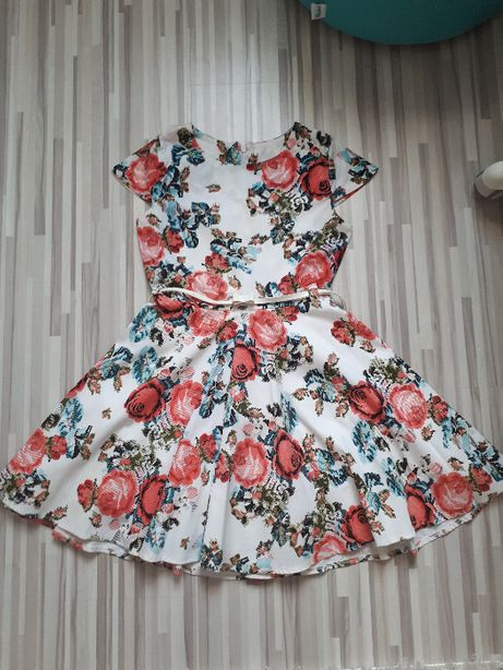 Kolorowa sukienka w kwiaty rozm. 152-158
