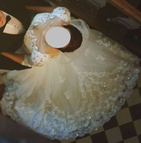 Przepiękna suknia ślubna z koronką!