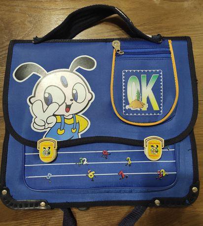 Ранец (портфель) для школы.