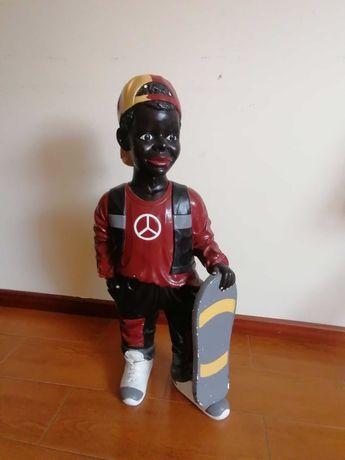 Estatueta menino skater