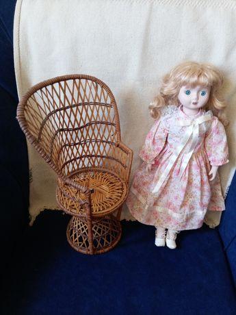 Boneca de Louça E Cadeira de Palha