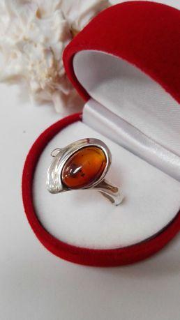 Srebrny pierścionek z bursztynem, srebro 925, rozm.22