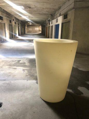Vaso grande em fibra com iluminação