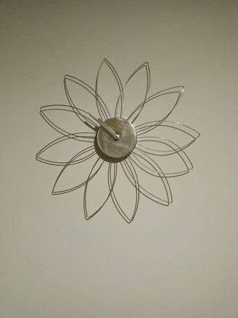 Zegar ścienny srebrny ładny