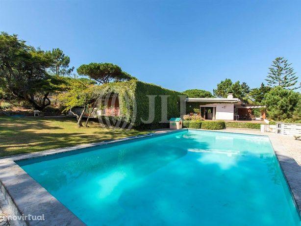Moradia T8 com vista, jardim e piscina na Praia Grande