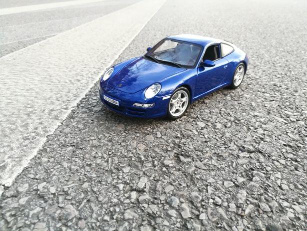 Maisto 1:18 Porche 911 Carrera S