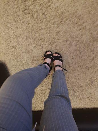 Sandałki na słupku buty 37