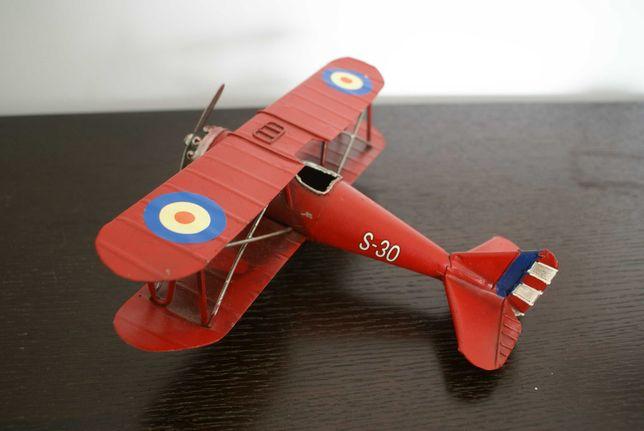 Miniatura avião em folha