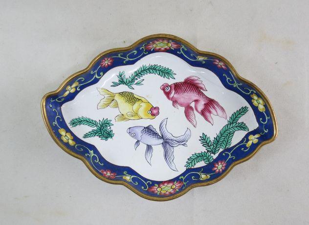 Covilhete esmaltado decorado com peixes; Dimensões – 10cm x 15cm;