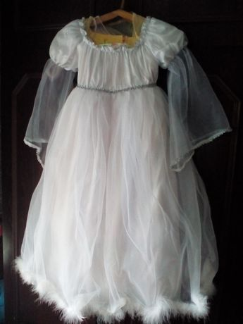 Платье праздничное. Очень красивое.