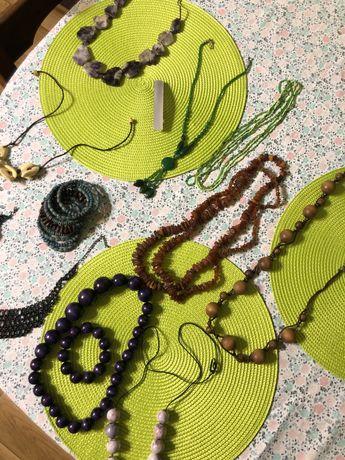 Zestaw bizuterii - korale, naszyjniki, bransoletki (bursztyny)