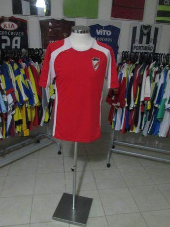 Várias camisolas de clubes de futebol