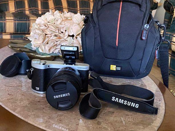 Máquina fotográfica Samsung NX300 Black + NX 18-55mm f/3.5-5.6 III OIS