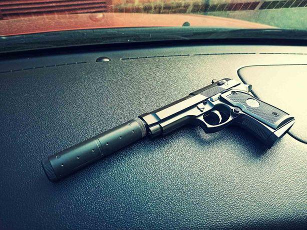 Крутий Страйкбольний пістолет Беретта + глушитель+шарики/метал/