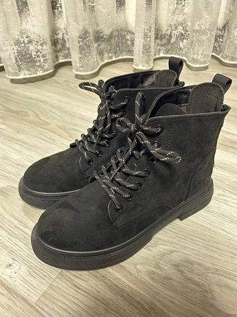 Продам замшевые женские ботинки, осень