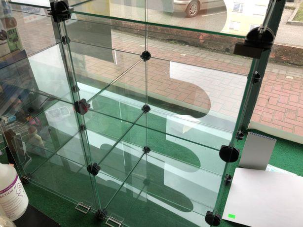 Gablota szklana  zamykana 3 półki