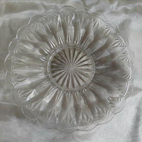 Stary szklany talerz.