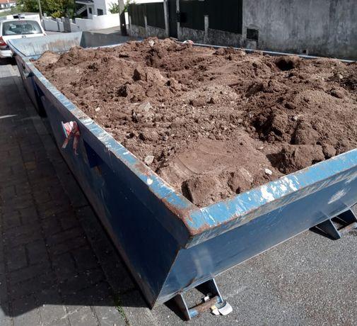 Recolha de todo o tipo de resíduos em contentores e carrinhas