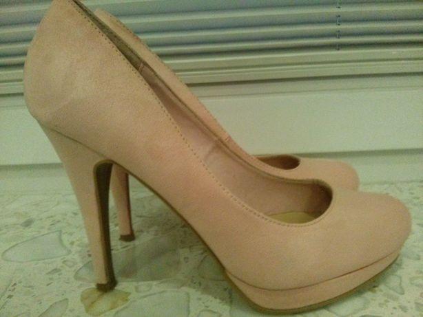 Buty pudrowy róż
