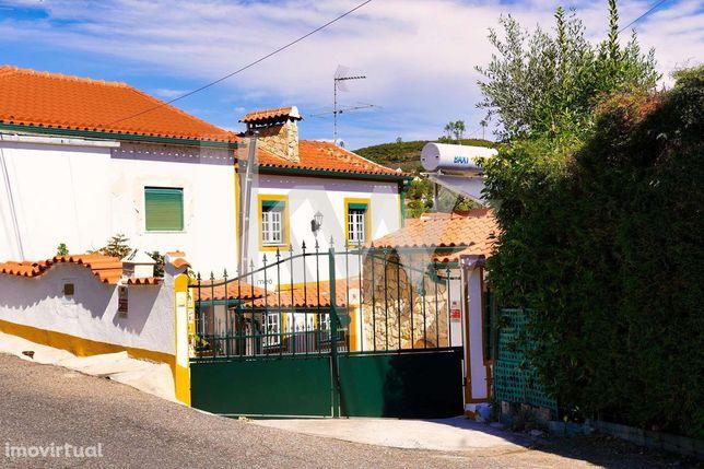 Casa Rústica T3 e terreno de 1207m2 em Rio de Moinhos