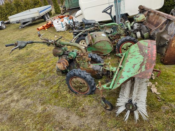 Traktor ciągnik zamiatarka dzik  Holder