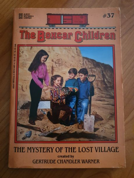 """Livro """"The Boxcar Children: The Mistery of the Lost Village"""""""