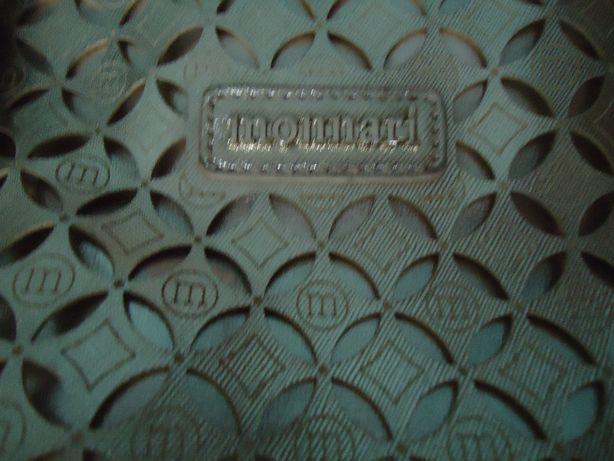 Złota torbka firmy Monnari