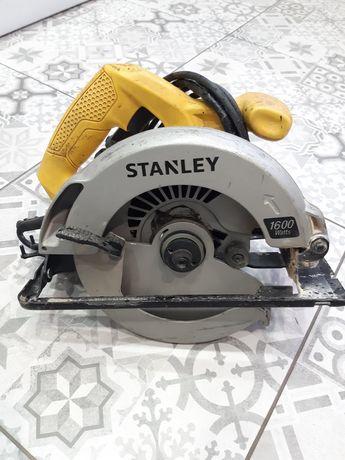 Продам торцовку Stanley