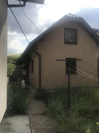 Два будинка. Можна жити.
