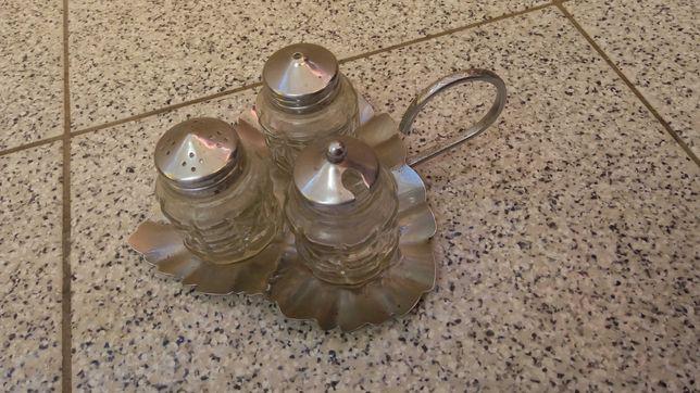 Saleiro e pimenteiro em forma de folha