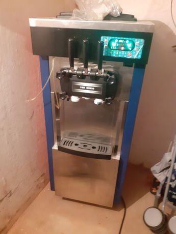 Sprzedam maszynę do lodów włoskich miesiąc używana także Jest jak nowa