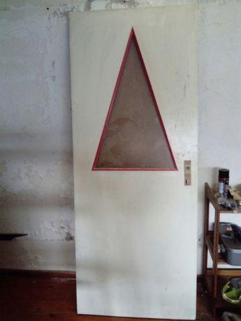 Porta madeira com detalhe vidro