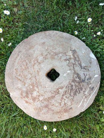 Toczak kamień do ostrzenia, stare żarno kamienne