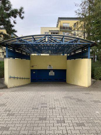 Samodzielne miejsce postojowe w hali garażowej na os. Batorego Poznań