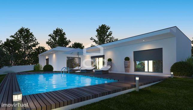 Moradia T3 com Piscina  em lote de terreno com 800 m².