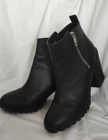 Butyi firmy H&M Divided , rozmiar 40, kolor czarny.