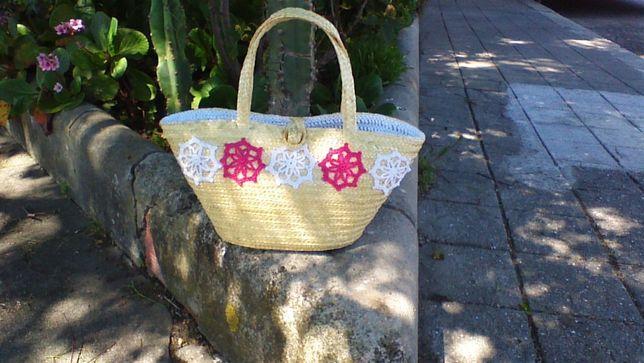 Carteira cesta em verga com aplicações croché NOVA, artesanal