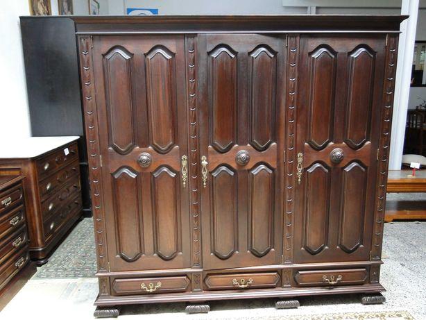 Roupeiro de 3 portas em madeira - óptimo estado