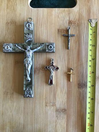 Crucifixos antigos de coleção familiar