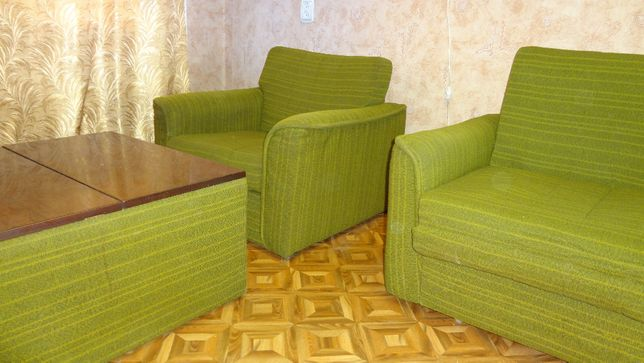 Продажа удобная мягкая мебель, т.ч.: диван-кровать, два кресла, столи
